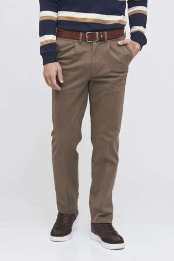 Pantalón pinzado de gabardina