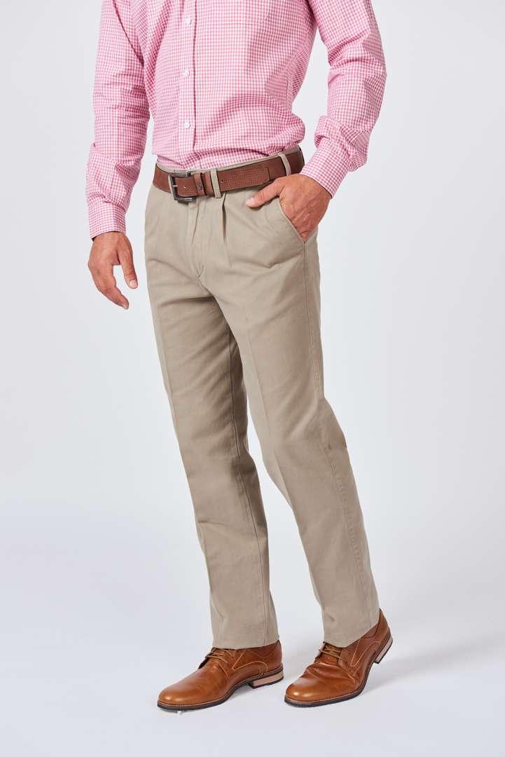 Pantalón pinzado de gabardina micro