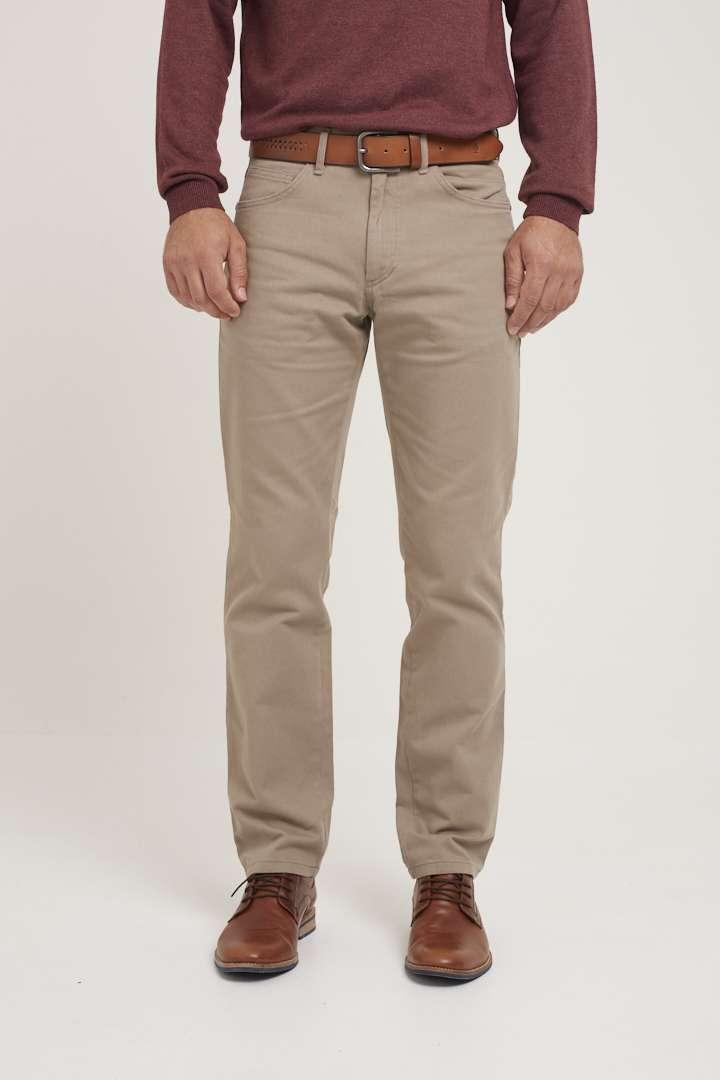 Pantalón básico corte jean de gabardina micro