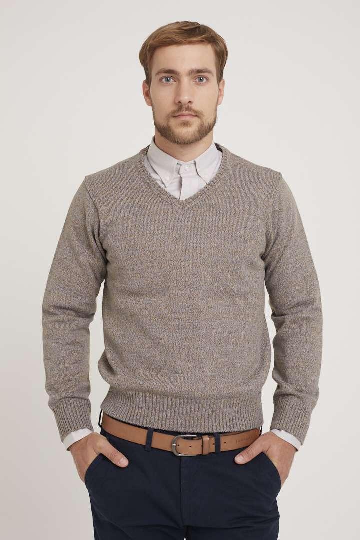 Sweater escote V tejido a tres cabos