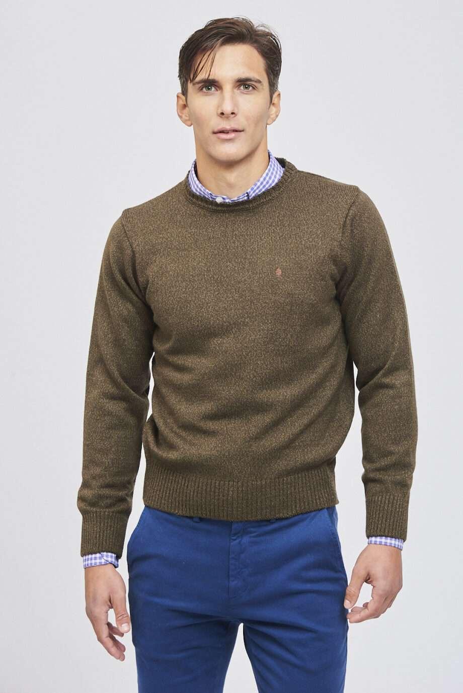 Sweater escote O tejido a tres cabos