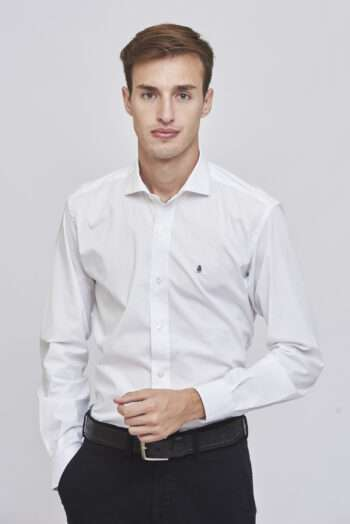 Camisa slim fit mangas largas lisa de poplin