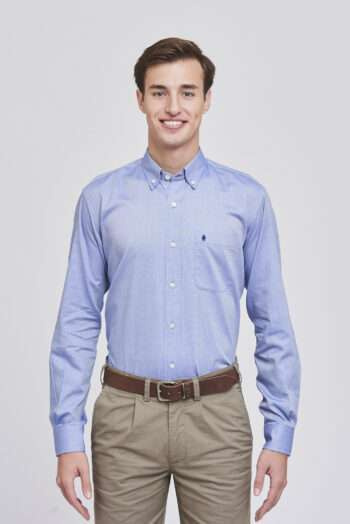 Camisa regular fit mangas largas lisa de algodón oxford